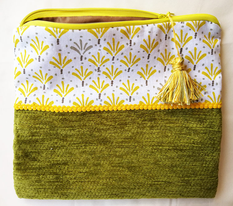 pochette-jaune-et-verte-pompon